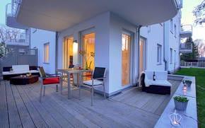 Die vom Wohnzimmer angrenzende Privatterrasse mit Loungeecke und Essbereich bietet ein harmonisches Urlaubserlebnis.
