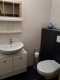 Waschgelegenheit und WC
