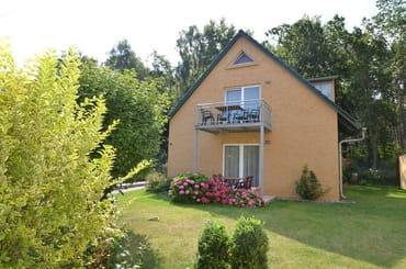 FeWo Nr 1 WZ mit Balkon , Küche sep. Essbereich und ausziehbare Schlafcouch , Flachbild TV- ca 40 Programme , WLAN kostenfrei, Radio- CD Player