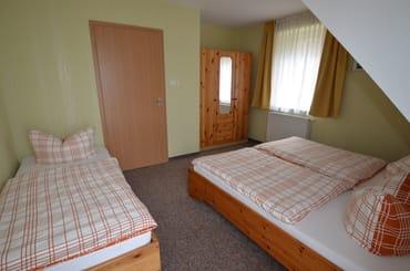 SZ zum Wald sehr ruhig, Alle Betten und Matratzen sind mit Millbenbezügen für Allergiker bezogen .