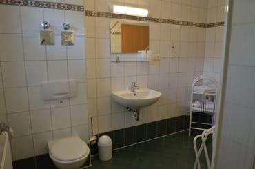 gr. Bad mit Fussbodenheizung  ,Fenster , Dusche und Fön