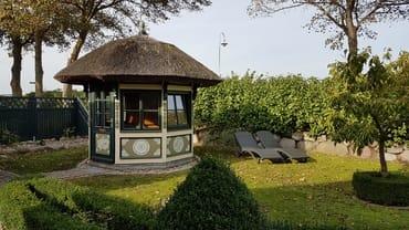 Pavillon  in der Gartenanlage