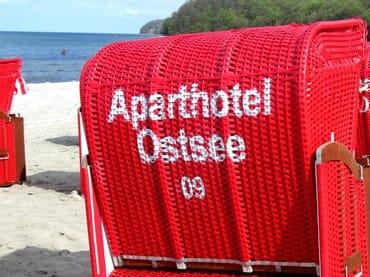 AHOI-Wohnung 402222-09 im Aparthotel Ostsee bietet von Mai bis September diesen STRANDKORB ohne Aufpreis