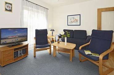 Wohnzimmer mit komfortabler Schlafcouch