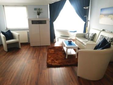 Wohnzimmer mit Doppelschlafcouch, Relaxliege, Sat-TV und Blu-ray Player