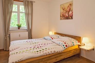 kleines Schlafzimmer mit Doppelbett (1,40cm breit)