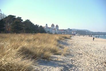 Ein schöner Herbstspaziergang am Strand
