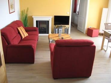 Sitzecke mit Kamin und Fernseher