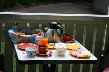 """Balkonfrühstück mit den Brötchen von """"Backboot"""""""
