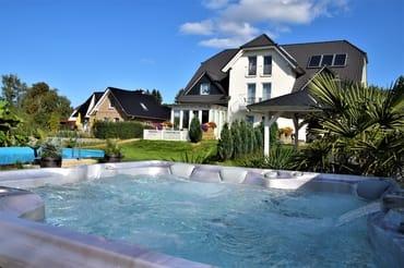 Außen-Whirlpool & Swimmingpool  am 13.09.2018