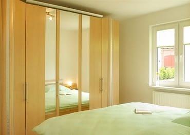 Schlafzimmer mit Doppelbett ( 180 x 200 )