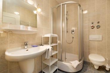 Hier der Blick in das schöne Duschbad.