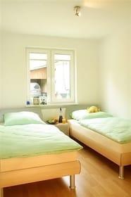 Schlafzimmer mit Einzelbetten (90x200)