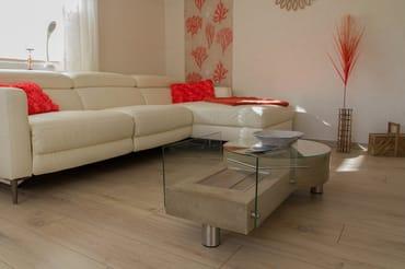 Wohnzimmer mit Tischkamin