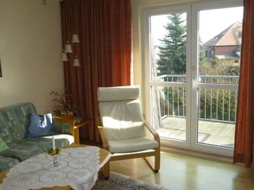 Fernsehsessel und ein kleiner Balkon