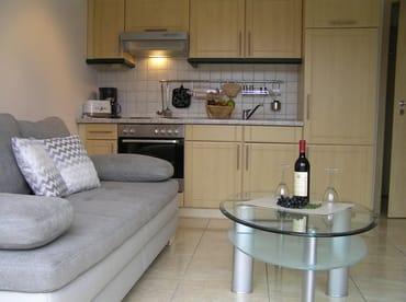 Wohnbereich mit Küche und Schlafcouch (ca. 140 x 190 ) für max. 2 Personen