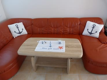 das Sofa kann sich zu einem Doppelbett wandeln