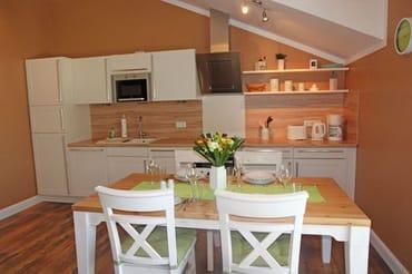 Exklusive Küche mit Essbereich