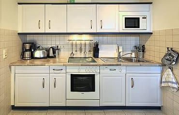 Küchenzeile inkl. Geschirrspüler & Backofen