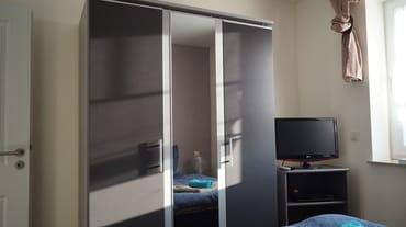 Schlafzimmer unten mit Doppelbett