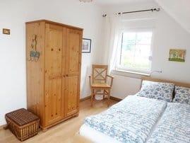 kleines Schlafzimmer im OG (Bett 1,40m breit)