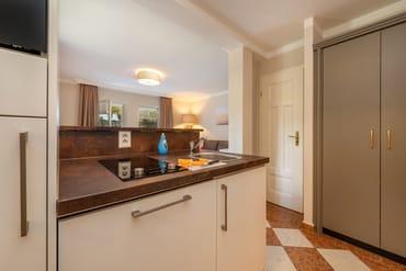 Die kleine Küchenzeile mit Geschirrspüler, 2-Platten-Cerankochfeld, Mikrowelle ...