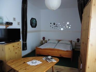 Schlafbereich im kombinierten Wohn-/Schlafraum
