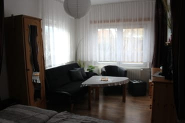 Sitzecke im kombinierten Wohn-/Schlafbereich