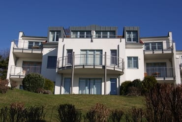 """die """"Residenz Bellevue"""" - die Atelierwohnung 30 re. oben im Bild"""