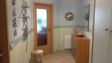 Eingangsbereich / Flur mit Schrank