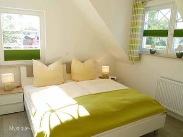 Doppelbett-Zi. mit fertig bezogenen Betten