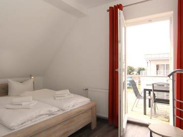 Schlafzimmer 2 mit Südbalkon