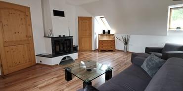 Wohnzimmer mit Kamin für romantische Stunden