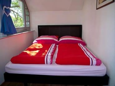 Doppelbett (140x200) in der offenen Veranda