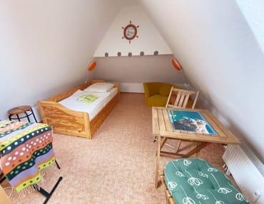 Kinderzimmer ( Galerie) mir ausziehbarem Bett, Sitzecke und Keybord