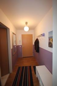 Ihre familienfreundliche Wohnung befindet sich im EG & verfügt über einen separaten Eingang, von dem Sie in den vorgelagerten Flur gelangen.