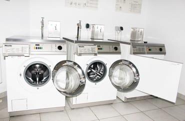 Wasch- und Trockengelegenheit auf Münzbasis