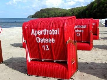 AHOI-Wohnung 402222-13 im Aparthotel Ostsee bietet von Mai bis September diesen STRANDKORB ohne Aufpreis