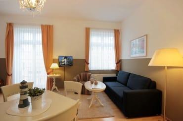 Die 2-Zimmerwohnung 26RB7 hat eine Größe von ca. 50 qm und ist für 3 Personen eingerichtet. Sie befindet sich im 1. Obergeschoss.