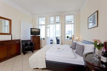 Das helle Ein-Zimmer-Appartement hat eine Wohnfläche von 38 Quadratmetern und befindet sich im ersten Obergeschoss der Villa Goodewind.
