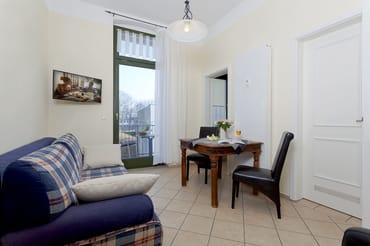 ... so dass das Appartement Platz für bis zu dreiPersonen bietet. .