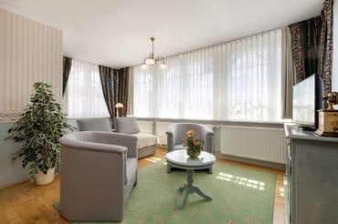 Die hochwertige Couch mit Schlaffunktion hat bei Bedarf eine bequeme Liegefläche von 1,60 x 2m.