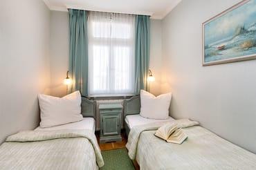 Im Schlafzimmer befinden sich zwei Einzelbetten (0,80x2m), die jedoch nicht verschoben werden können.