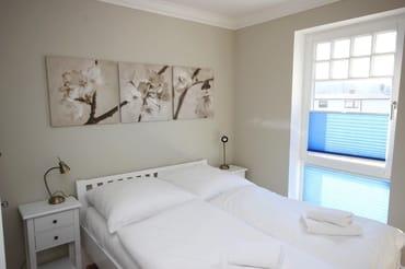 Das 2. (kleinere) Schlafraum hat ein französisches Bett.