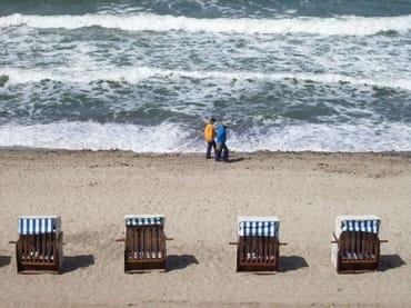 Ein Erholungsspaziergang am Strand