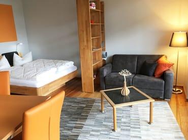 Auf der Couch kann bei Bedarf für 1 Person aufgebettet werden.