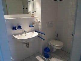 Duschbad (angrenzend an jedes Schlafzimmer)