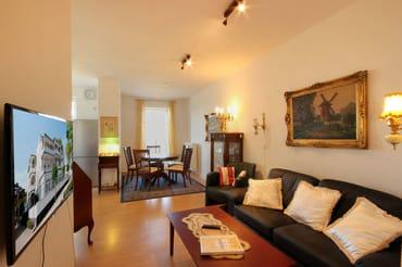 Die 2-Raum-Nichtraucherwohnung hat eine Größe von ca. 55 qm und ist mit bis zu 2 Personen belegbar.