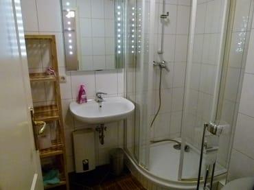 das Bad mit Platz für 4 Zahnbürsten