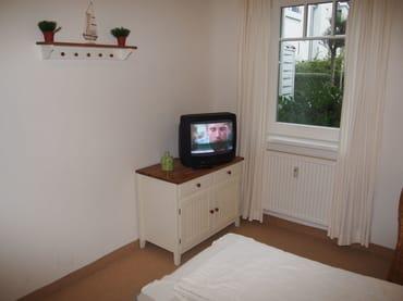 Schlafzimmer mit TV-Gerät